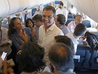 Spanish Prime Minister Pedro Sánchez speaks to reporters on the flight back from his Latin American visit.