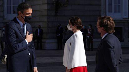 Spanish Prime Minister Pedro Sánchez (l) with Madrid premier Isabel Díaz Ayuso and Madrid mayor José Luis Martínez Almeida.