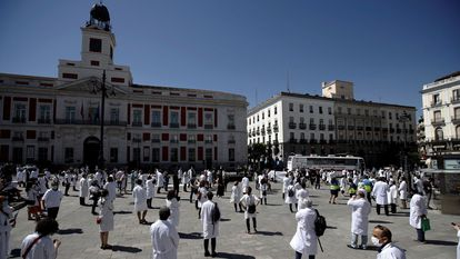 Members of the Amyts union, which represents a majority of Madrid doctors, gathered in Puerta del Sol on Saturday.