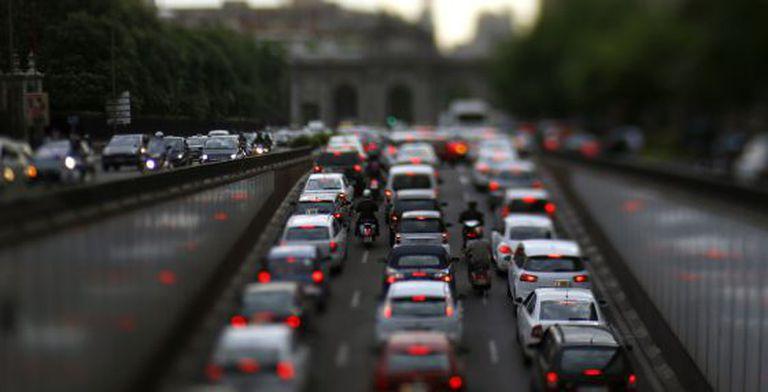 Traffic in Madrid's Alcalá street.