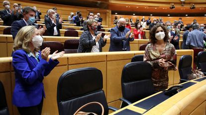 Finance Minister María Jesús Montero (r) is applauded during the Senate session that saw Spain's 2021 budget approved.