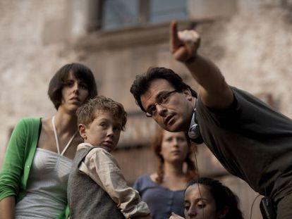 Juan Carlos Medina directs Ilias Stothart, who plays Benigno, on the set of Painless.