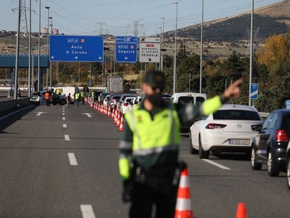 A police checkpoint on the border of the Madrid region and Castilla y León.