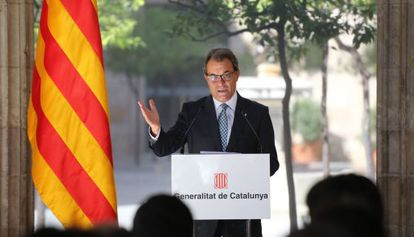 Artur Mas speaks to the press on Friday morning.