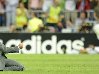 Real Madrid's Portuguese coach José Mourinho  celebrates after Real Madrid's Cristiano Ronaldo scores his team's third goal against Mancherter City.