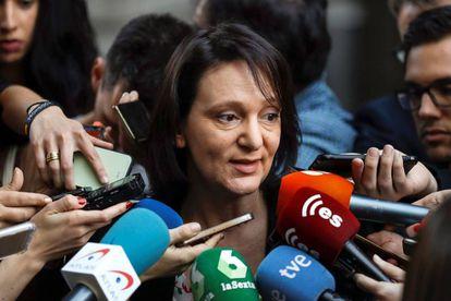 Podemos deputy Carolina Bescansa explaining about the draft document leaked on Telegram.