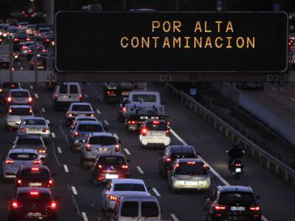 Pollution-caused traffic restrictions on Madrid's M-30 ringroad.