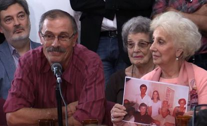 """Carlos Alberto Solsona and Estela de Carlotto, the president of the Grandmothers of Plaza de Mayo, announcing the discovery of """"granddaughter 129."""""""