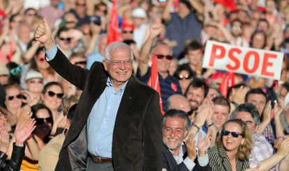 PSOE candidate Josep Borrell at a rally to celebrate the end of the election campaign.