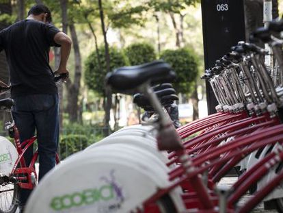 A cyclist checks out an Ecobici bike in Mexico City.