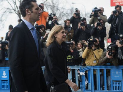 Infanta Cristina arrives at the Palma courthouse with her husband Iñaki Urdangarin.
