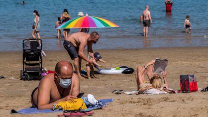 Beach of Las Canteras in Las Palmas, in the Canary Islands, in May.