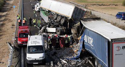 A recent fatal accident involving three trucks on the A-23, near Sarrión (Teruel).