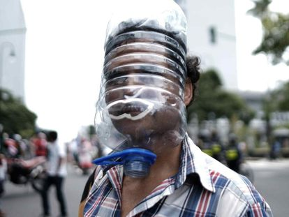 A protester wearing a home-made face shield at a July march against the government's coronavirus measures in San José, Costa Rica.
