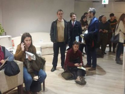 Lines at the Callao post office in Madrid, where people were applying for a postal vote.