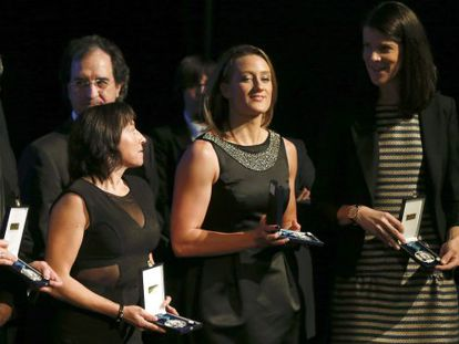 Swimmer Mireia Belmonte (c) at the Royal Order of Sporting Merit ceremony in October.
