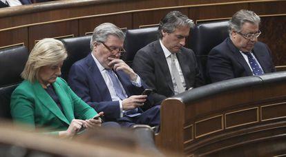 (l-r) Former ministers Fátima Báñez, Íñigo Méndez de Vigo, Íñigo de la Serna and Juan Ignacio Zoido.