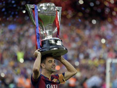 Xavi celebrates the last Liga title he won with Barça, in 2015.