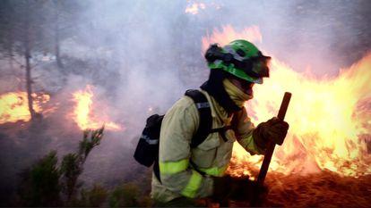 A firefighter battling the flames in Sierra Bermeja on Sunday.