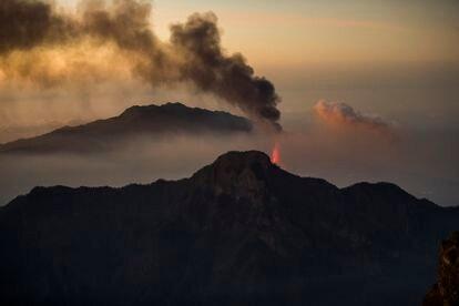 The new volcano in La Palma seen from Roque de los Muchachos.