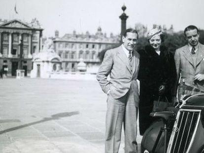 Pedro Urrraca (l) with his wife in Paris.