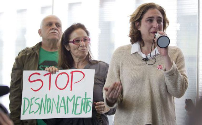 Ada Colau, right, spokeswoman for PAH speaks at a demonstration in front of the Barcelona courthouse on Tuesday.