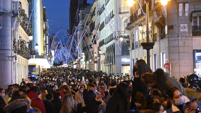 Crowds on Preciados street in Madrid.