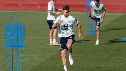 Diego Llorente during a training session.