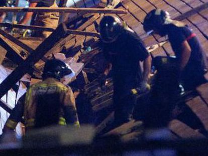 More than 300 people were injured on Sunday, five seriously, when a boardwalk gave way