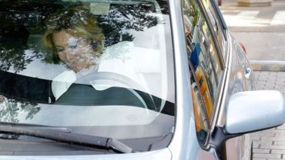 Esperanza Aguirre is involved in a legal battle over a car-related incident.