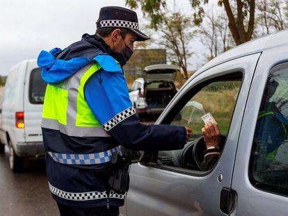 Police checks at the city limits of Aranda de Duero, a municipality under lockdown in Spain's Burgos province.