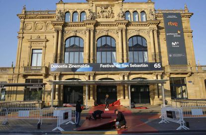 Final preparations for the festival at the Victoria Eugenia Theater in San Sebastian.
