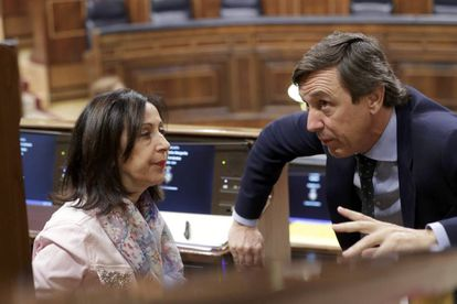 PSOE and PP congressional spokespeople Margarita Robles and Rafael Hernando.