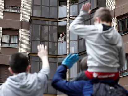 Two children wave to their grandfather in Pamplona on Sunday.
