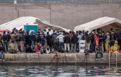 Hundreds of migrants at the port of Arguineguín, on the Spanish island of Gran Canaria, on Saturday.