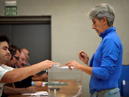 A voter casting her ballot in the Basque city of Durango.