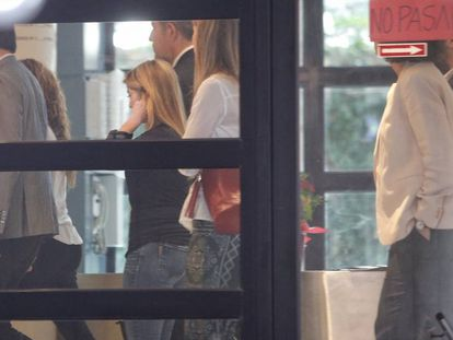 Shakira's entourage arrives on Thursday at the court in Esplugues de Llobregat.