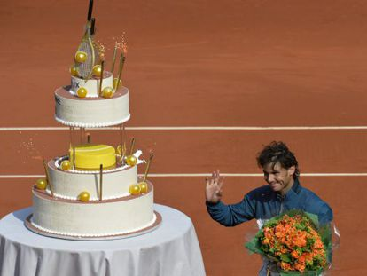 Spain's Rafael Nadal poses with a cake to mark his 27th birthday after winning his French tennis Open round-of-16 match against Kei Nishikori.