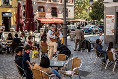 Sidewalk tables at a bar in Madrid's La Latina district on day one of the state of alarm.