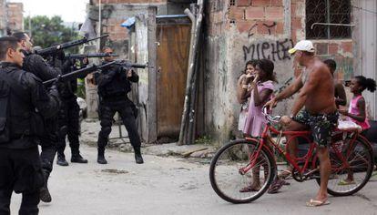 Police enter a poor Rio neighborhood in March 2014.