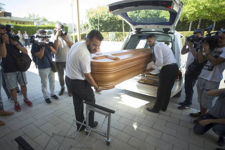 Miguel Blesa's body is taken away after undergoing an autopsy.