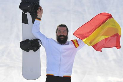 Regino Hernández celebrates with the bronze.