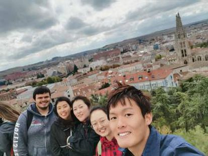 Jihyun, third from the left, with friends in Burgos.