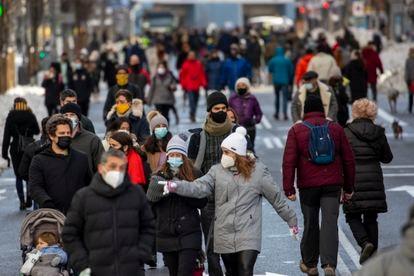 Pedestrians in Gran Vía avenue in Madrid on January 10.