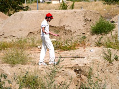 A cricket player during a match on a makeshift field in Sonseca, Toledo.