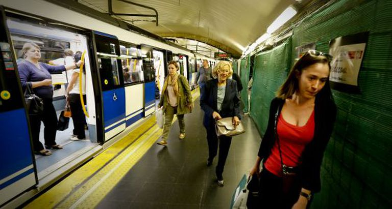 Manuela Carmena, pictured today traveling on the Madrid Metro.
