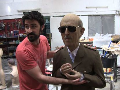 Artist Eugenio Merino in his workshop with the Franco sculpture.