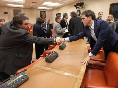 Podemos leader Pablo Iglesias and Cuidadanos leader Albert Rivera in Congress.