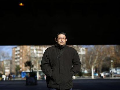 Unemployed Madrileño Manuel Martín earns a little money at TV shows.