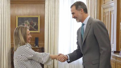 King Felipe VI meets with Ana Oramas of the Canary Coalition.